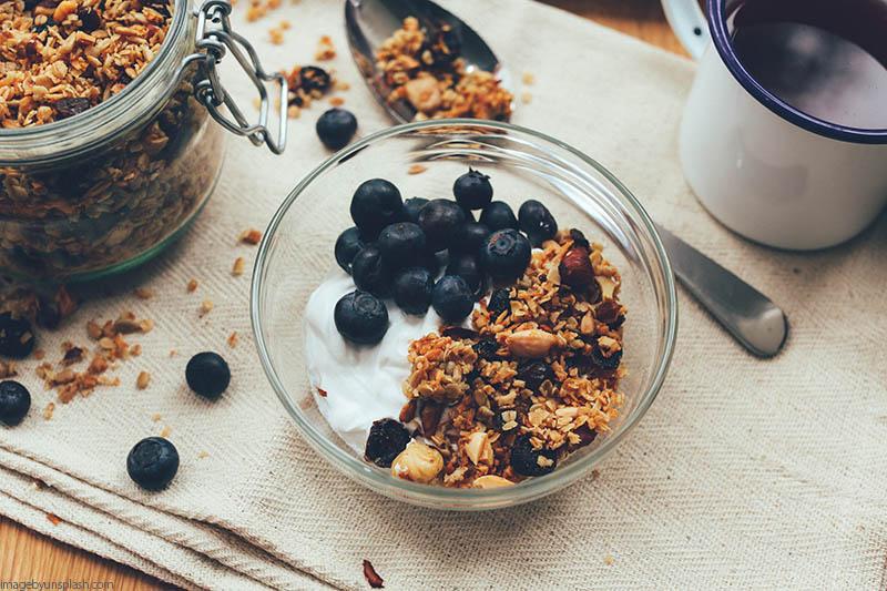 granola con yogurt griego